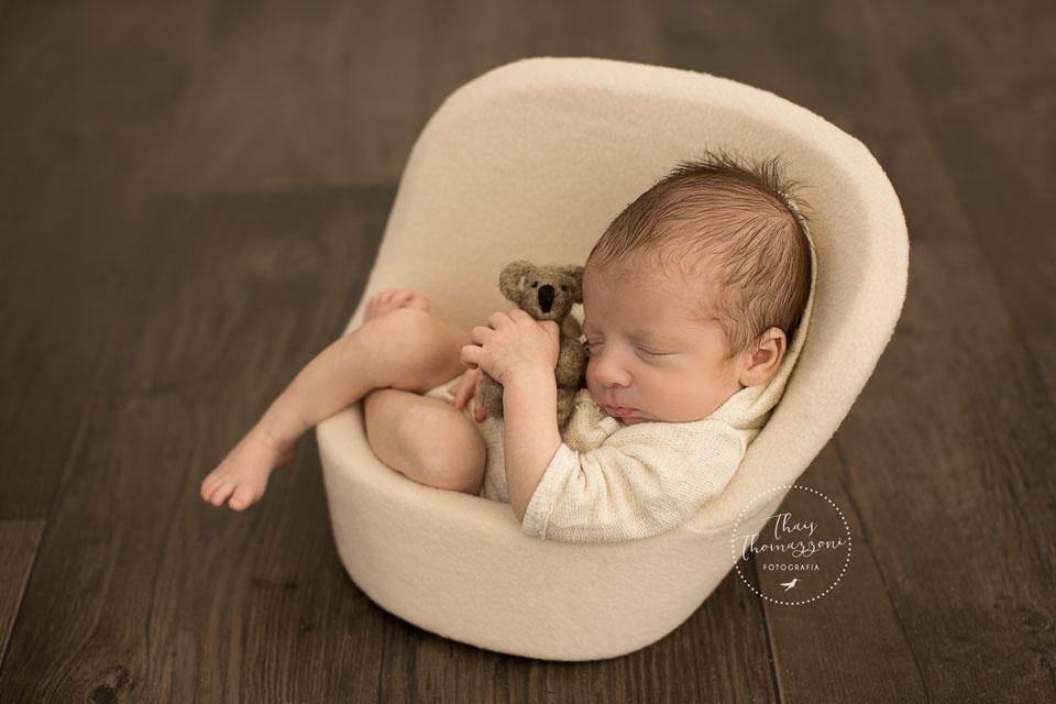 posing pod newborn