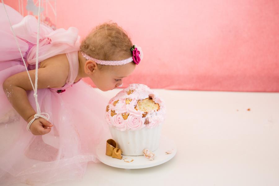 smash the cake menina