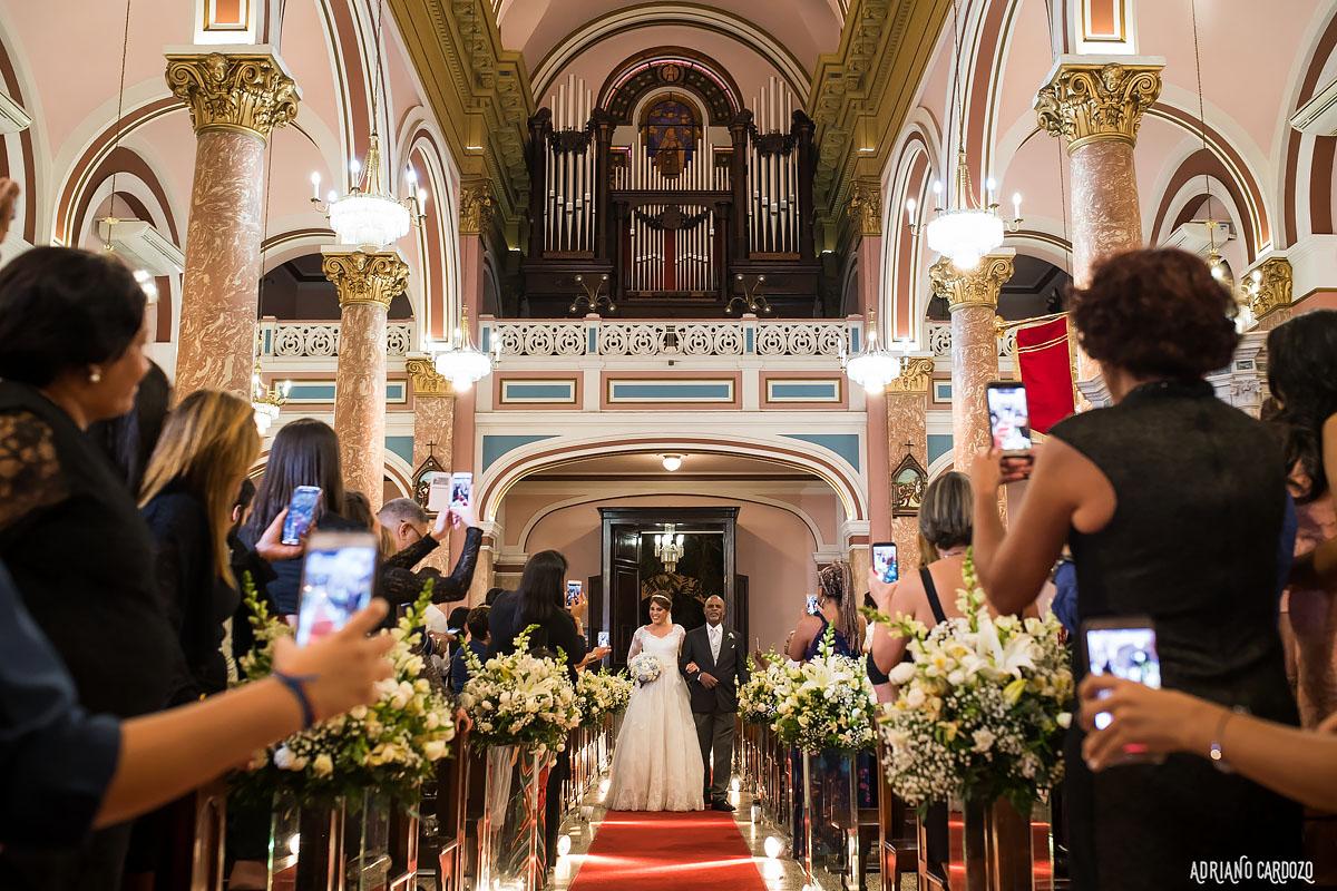 Noiva entrando na igreja - Rio de Janeiro