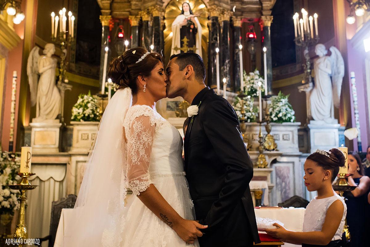 Beijo dos noivos no altar - Rio de Janeiro