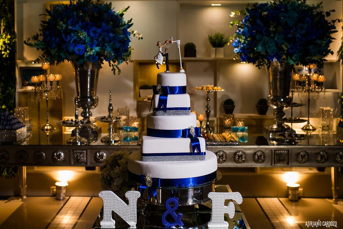 O bolo dos noivos - Casa de festa Elite