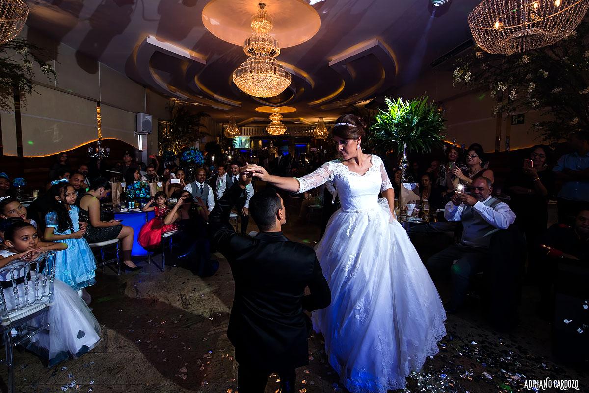 Noivos dançando na pista - Rio de Janeiro