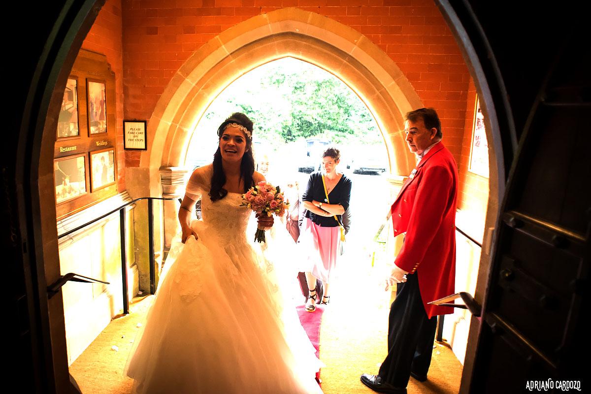 Noiva e seu buquê - Fotografia de casamento em Londres