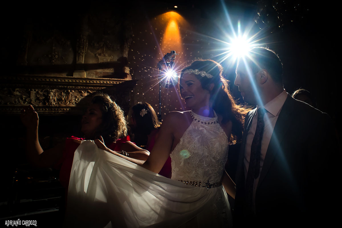 Alegria da noiva no casamento - Londres