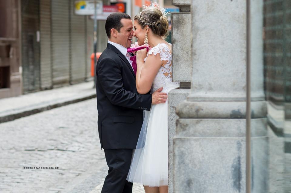 Fotografia de Casamento no RJ feita no Bistrô Ouvidor no Centro do RJ para comemoração de Bodas de Turquesa. Ensaio de Casal do Centro do RJ na Rua do Ouvidor por Adriano Cardozo.