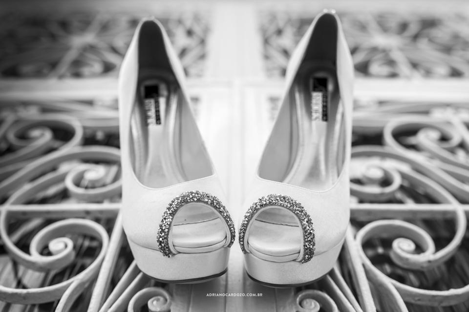 Sapato da Noiva. Making Of da Noiva. Casamento no RJ na Casa de Festas Casuarinas por Adriano Cardozo