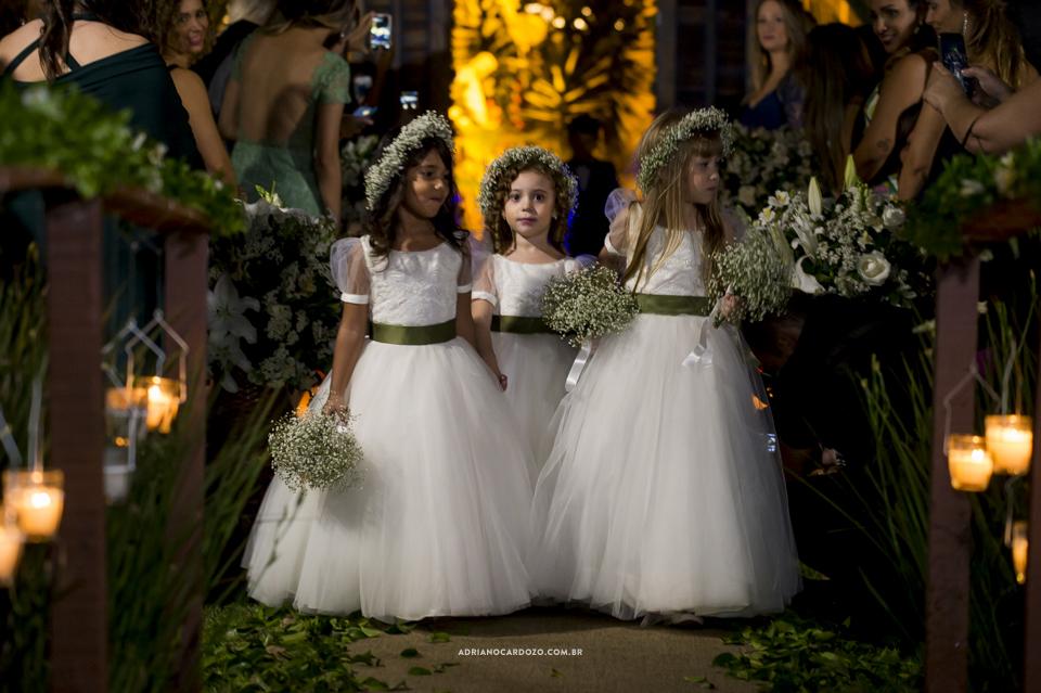 Entrada das Daminhas. Casamento no RJ na Casa de Festas Casuarinas por Adriano Cardozo