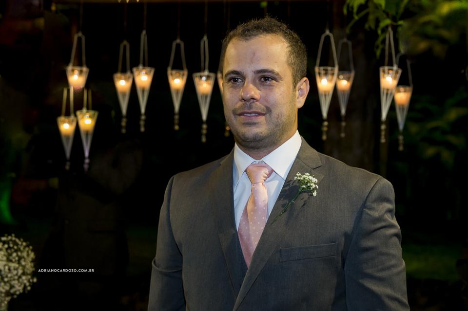 Noivo esperando a Noiva. Casamento no RJ na Casa de Festas Casuarinas por Adriano Cardozo