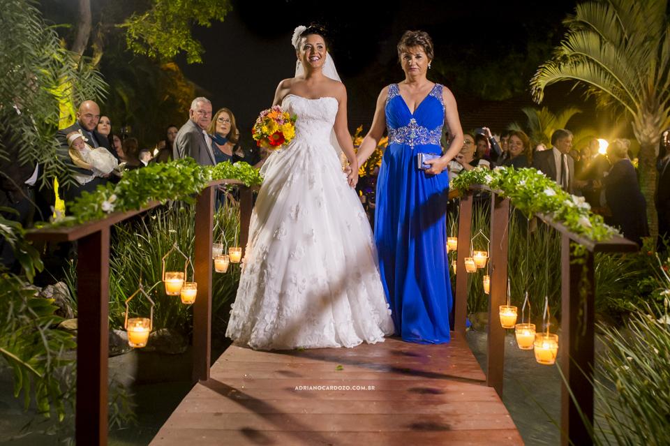 Entrada da Noiva. Casamento no RJ na Casa de Festas Casuarinas por Adriano Cardozo
