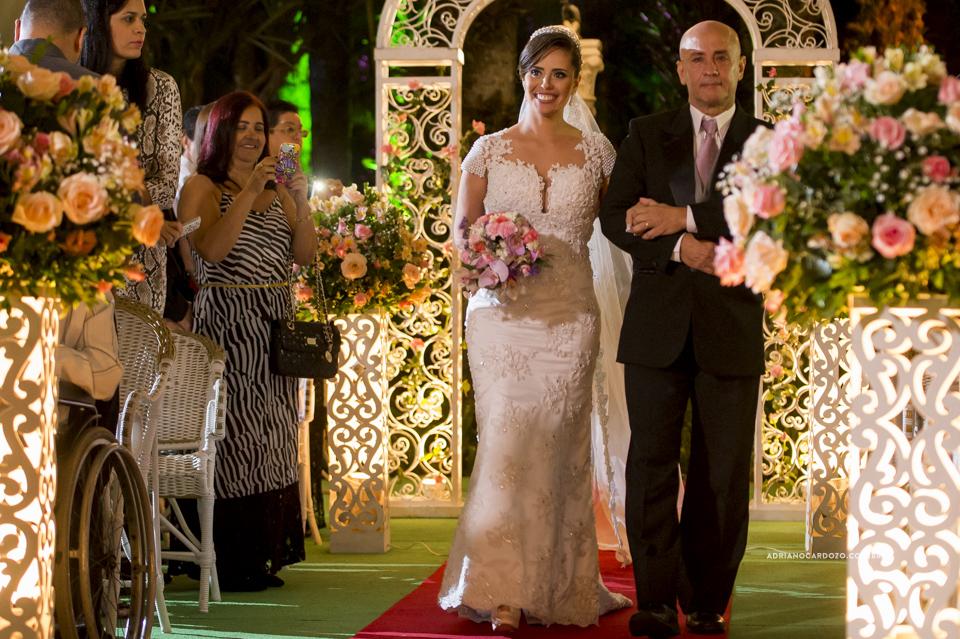 Cerimônia no Recanto dos Sonhos. Entrada da Noiva por Adriano Cardozo