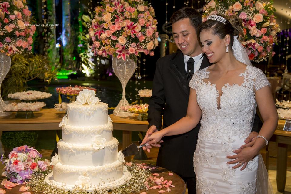 Festa de Casamento no Recanto dos Sonhos. Corte do Bolo por Adriano Cardozo