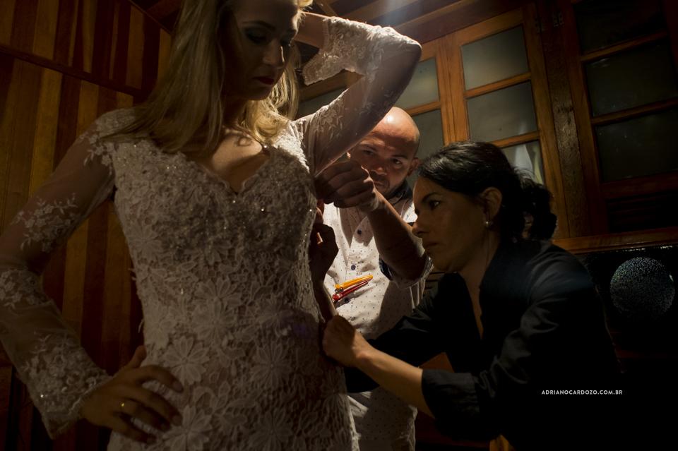 Vestido da Noiva. Making Of da Noiva no Sítio Bom Tempo em MIguel Pereira por Adriano Cardozo