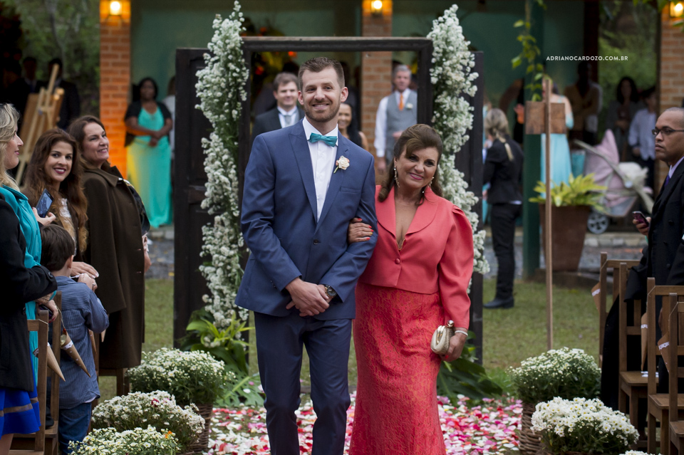 Entrada do Noivo. Cerimônia de Casamento no Sítio Bom Tempo em MIguel Pereira por Adriano Cardozo