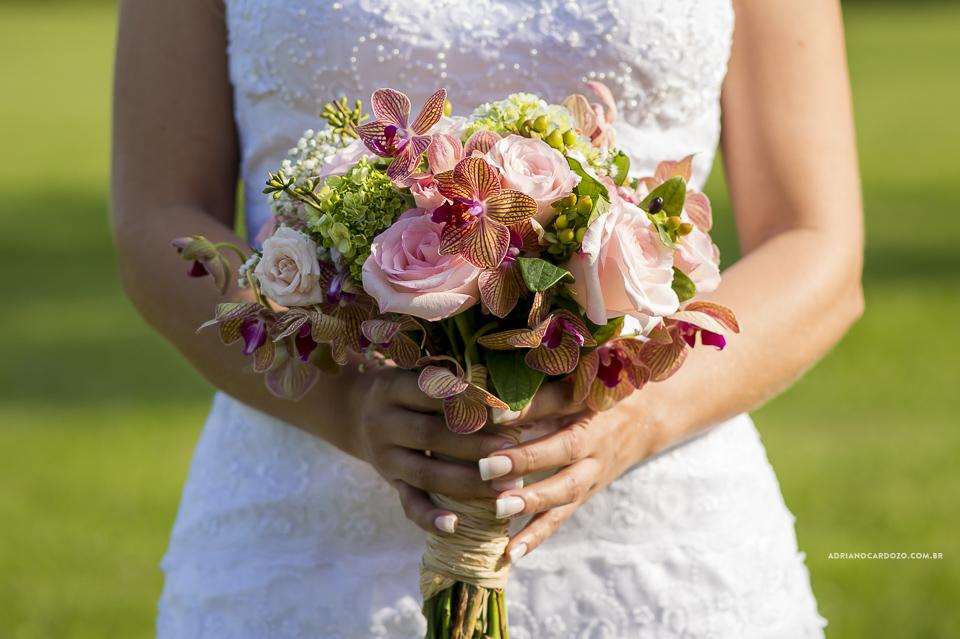 Buque da Noiva. Fotografia de Casamento RJ. Casamento no Sítio Pedaço do Paraíso, por Adriano Cardozo.