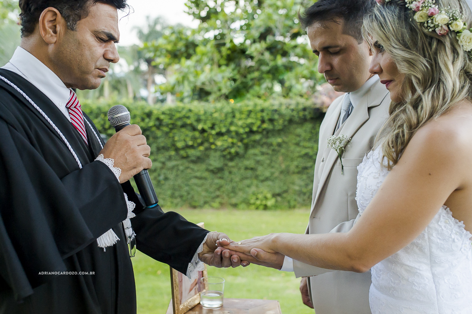 Casamento com Cerimônia de dia. Fotografia de Casamento RJ. Casamento no Sítio Pedaço do Paraíso, por Adriano Cardozo.