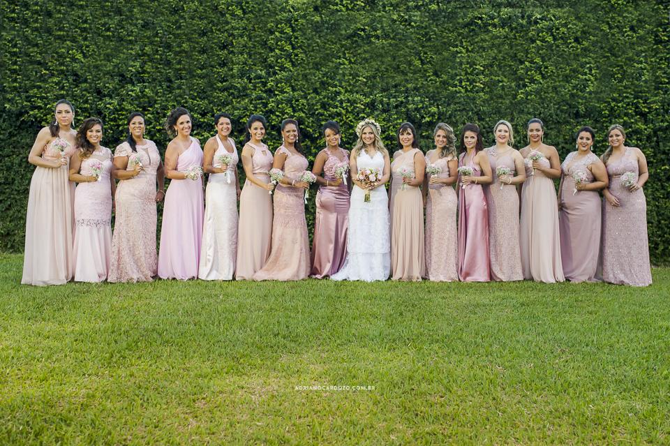 Casamento com Cerimônia de dia. Fotos com as madrinhas. Fotografia de Casamento RJ. Casamento no Sítio Pedaço do Paraíso, por Adriano Cardozo.