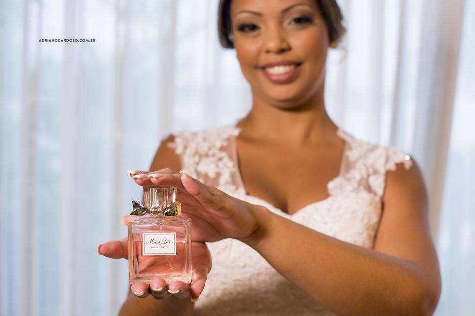 Fotografia de Casamento RJ. Making of da Noiva. Perfume da Noiva. Sítio Rei do Gado por Adriano Cardozo
