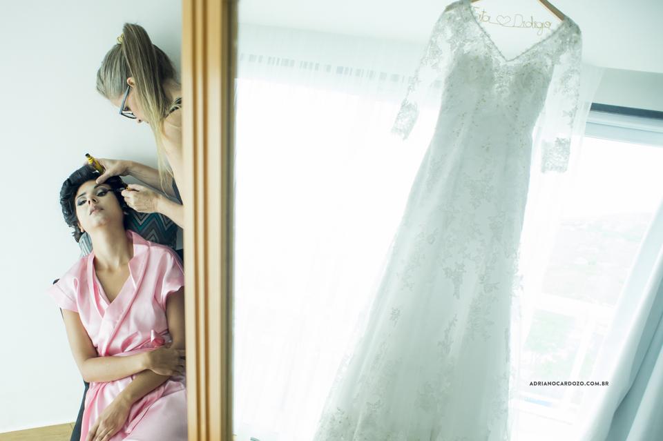 Fotografia de Casamento RJ. Making of da Noiva no Hotel Atlântico Sul por Adriano Cardozo. Vestido da Noiva