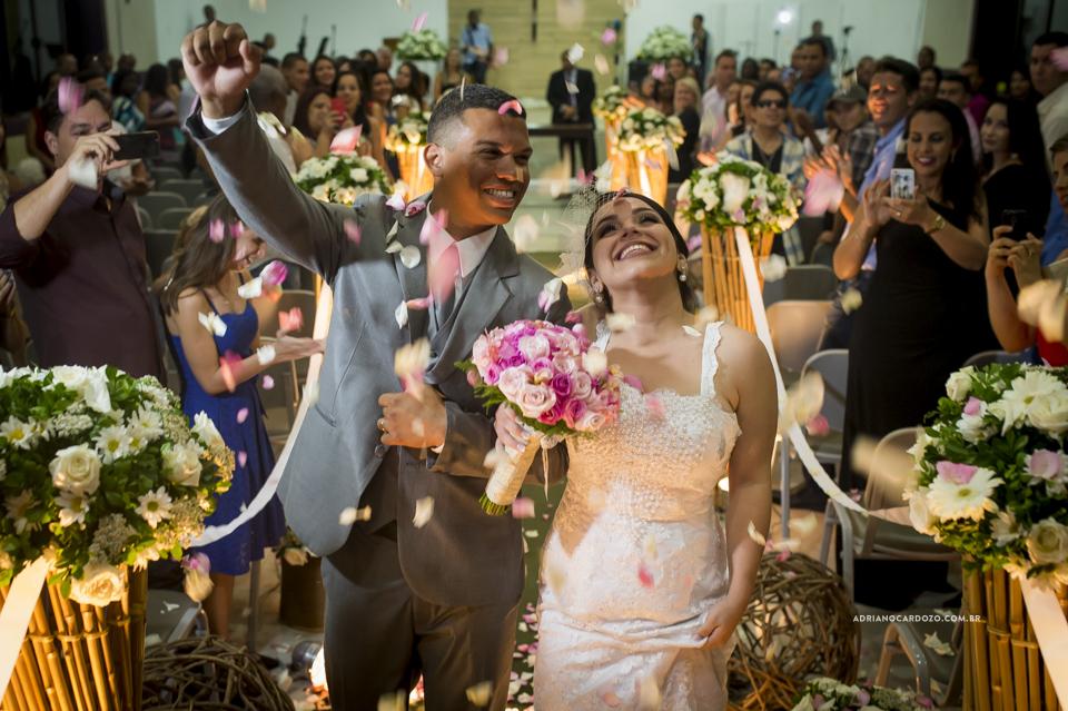 Fotografia de Casamento no Rio de Janeiro. Saída dos noivos. Cerimônia na Igreja Metodista Central por Adriano Cardozo