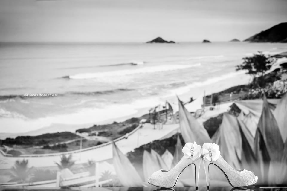 Fotografia de Casamento no Rio de Janeiro. Sapato da noiva por Adriano Cardozo