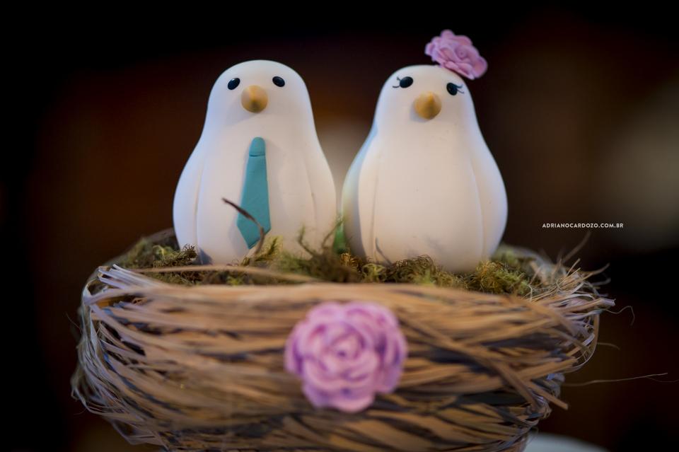 Fotografia de Casamento no Rio de Janeiro. Topo de bolo. Festa no Sítio Paz e Amor por Adriano Cardozo