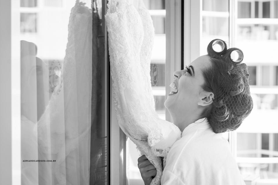 Fotos de Casamento RJ. Making Of da noiva no Sheraton Barra. Vestido da Noiva por Adriano Cardozo.