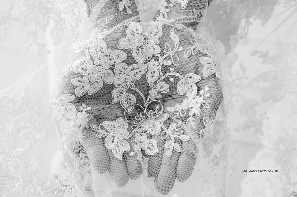 Fotos de Casamento RJ. Making Of da noiva no Sheraton Barra. Anel de noivado, por Adriano Cardozo.