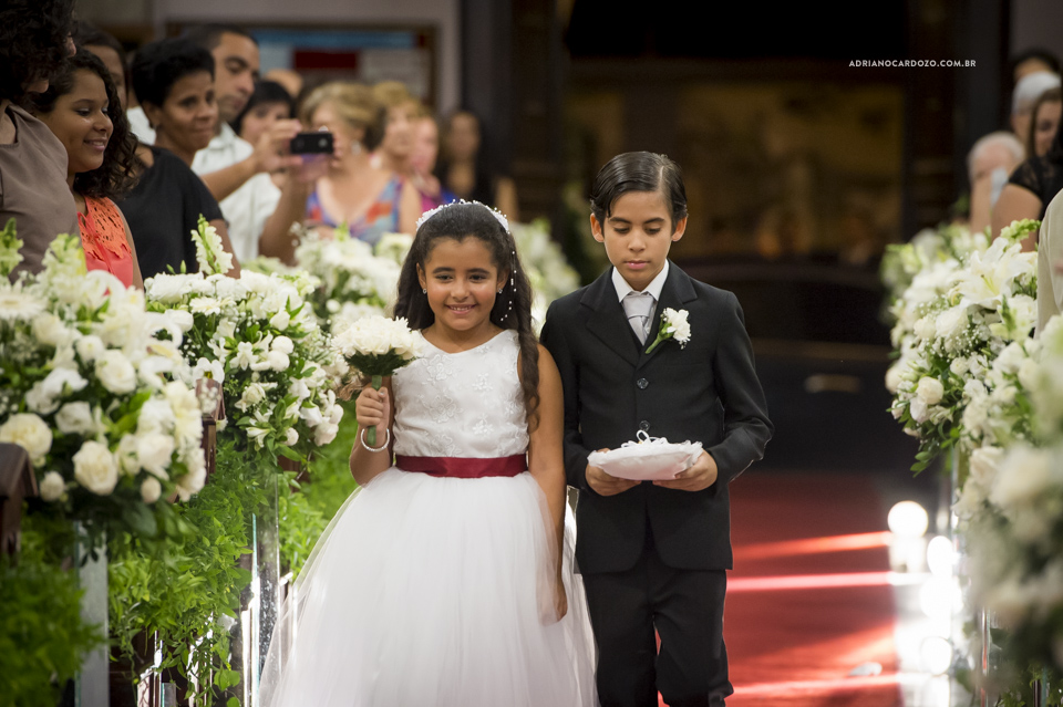 Fotógrafo de Casamento RJ. Cerimônia da Basílica de Santa Terezinha de Menino Jesus por Adriano Cardozo.