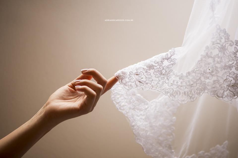 Fotógrafo de Casamento RJ. Making of da noiva. Vestido da noiva por Adriano Cardozo.