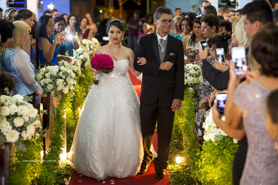 Casamento RJ. Cerimônia na Paróquia N. S. de Fátima, entrada da noiva por Adriano Cardozo.