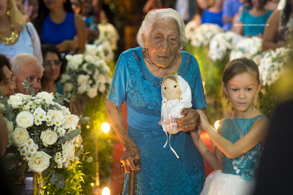 Casamento RJ. Cerimônia na Paróquia N. S. de Fátima, entrada das alianças por Adriano Cardozo.