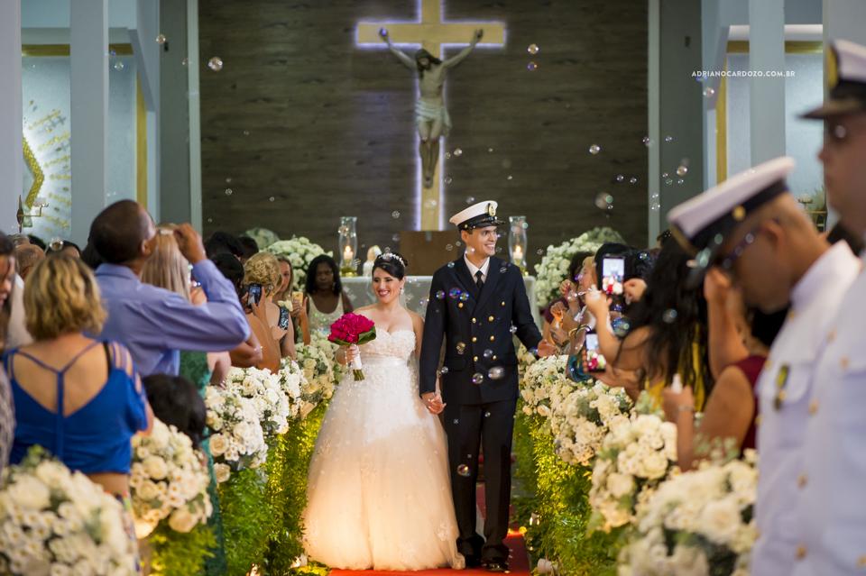 Casamento RJ. Cerimônia na Paróquia N. S. de Fátima, saída dos noivos por Adriano Cardozo.