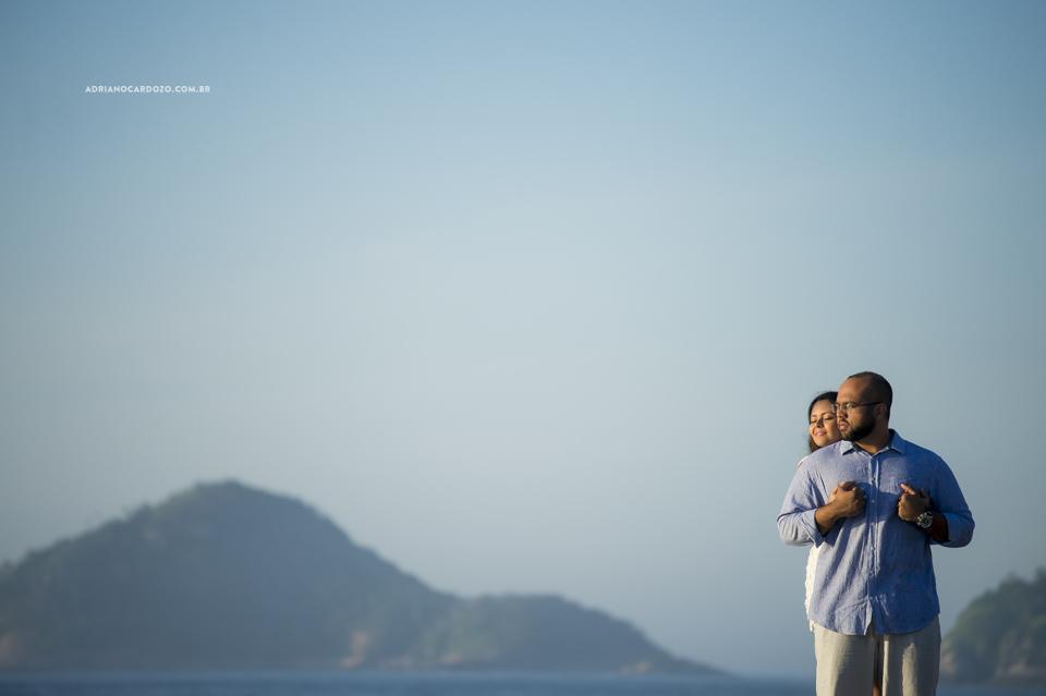 Fotografia de Casamento. Ensaio de Casal na praia do Recreio, no Rio de Janeiro por Adriano Cardozo.