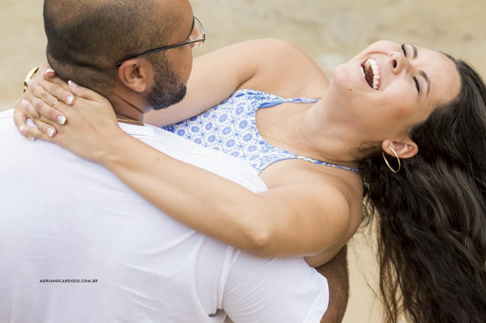 Fotografia de Casamento. Ensaio de Casal em Mangaratiba, Praia de Santo Antônio, no Rio de Janeiro por Adriano Cardozo.