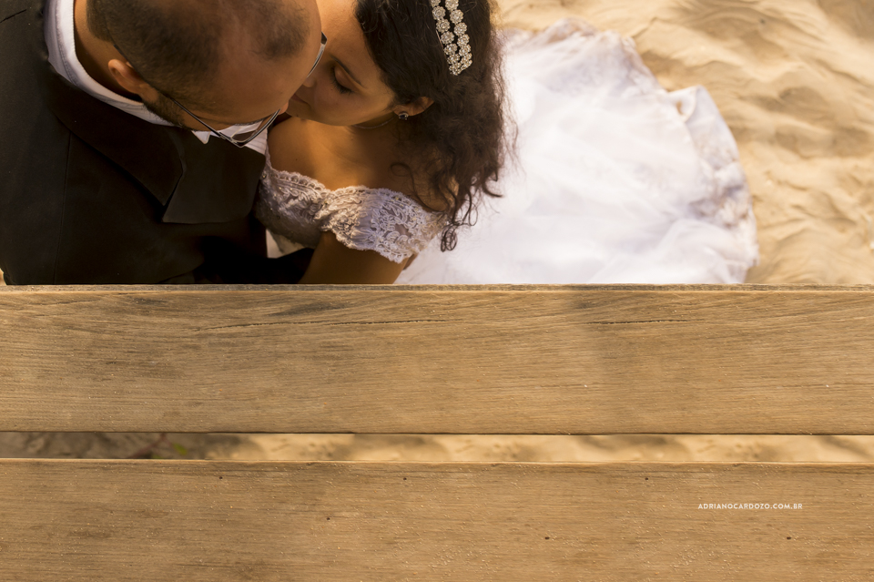 Fotografo de Casamento no RJ. Ensaio Trash The Dress na praia de Grumari, no Rio de Janeiro por Adriano Cardozo.