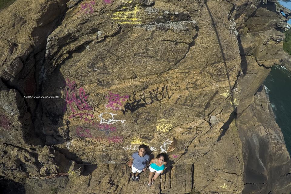 Fotógrafo de Casamento no Rio de Janeiro. Ensaio de Casal. Ensaio Pré-Wedding na Praia de Joatinga no Rio de Janeiro por Adriano Cardozo.