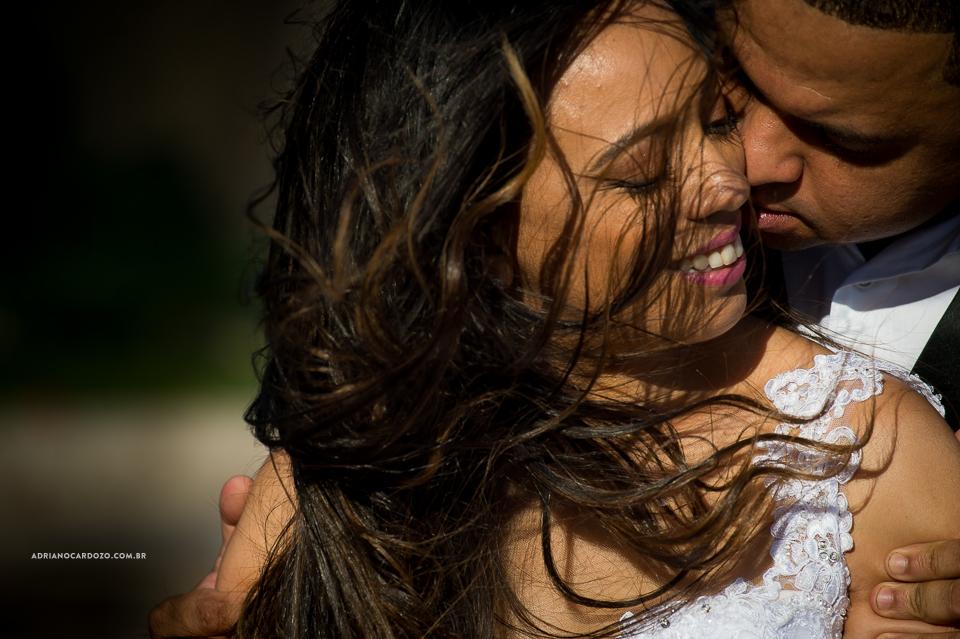 Fotógrafo de Casamento no Rio de Janeiro. Ensaio de casal, ensaio pré-wedding, ensaio em Itacoatiata, Niterói, no RJ por Adriano Cardozo