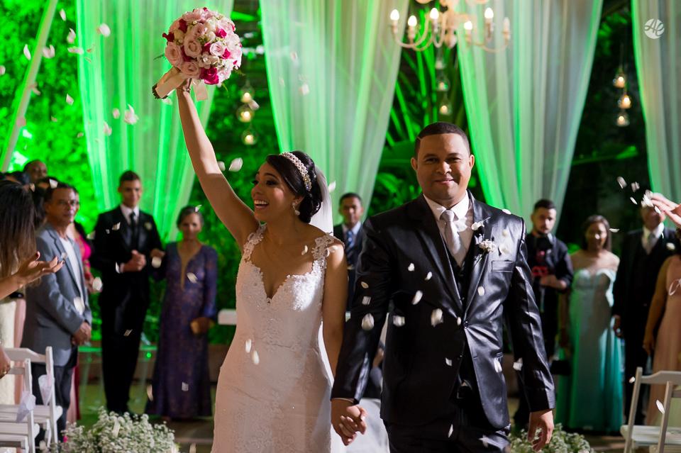 Fotografia de Casamento no Rio de Janeiro. Fotógrafo de Casamento RJ. Cerimônia de Casamento no Espaço único. Saída dos Noivos