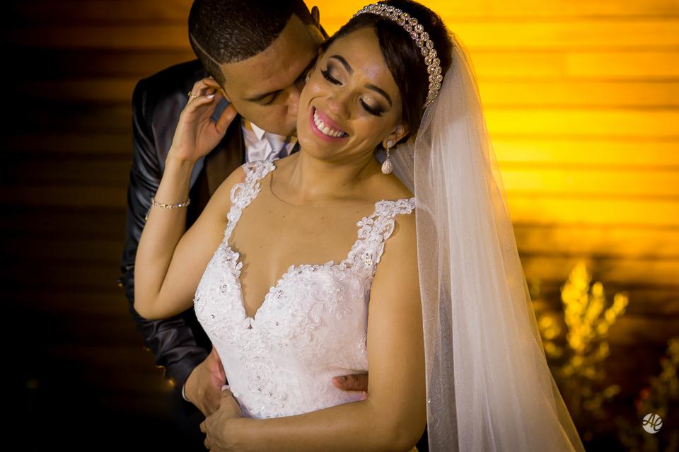 Fotografia de Casamento no Rio de Janeiro. Fotógrafo de Casamento RJ. Cerimônia de Casamento no Espaço único. Retrato dos Noivos