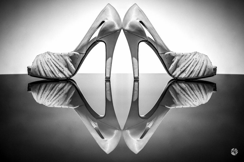 Fotografia de Casamento no Rio de Janeiro. Fotógrafo de Casamento RJ. Making Of da Noiva no Windsor Barra. Sapato da Noiva