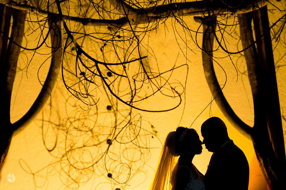 Fotografia de Casamento no Rio de Janeiro. Fotógrafo de Casamento RJ. Making Of da Noiva no Windsor Barra. Perfume da Noiva