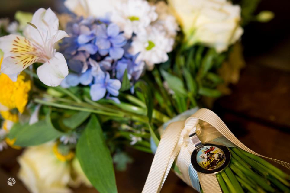 Buquê da Noiva. Making Of da Noiva. Fotografia de Casamento em Niterói, RJ. Casamento Guardenya Bech Club em Niterói por Adriano Cardozo