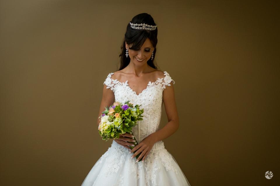 Retrato da noiva. Making Of da noiva no Sheraton Barra. Fotógrafo de casamento do Rio de Janeiro por Adriano Cardozo