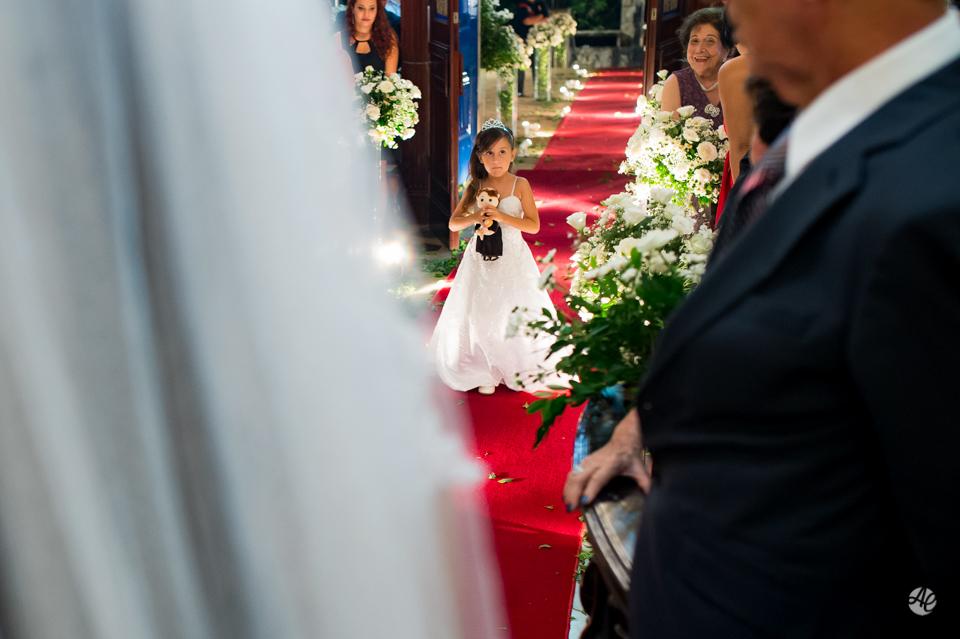 Entrada das Alianças. Fotógrafo de casamento do Rio de Janeiro. Casamento na Igreja Nossa Senhora da Penna por Adriano Cardozo