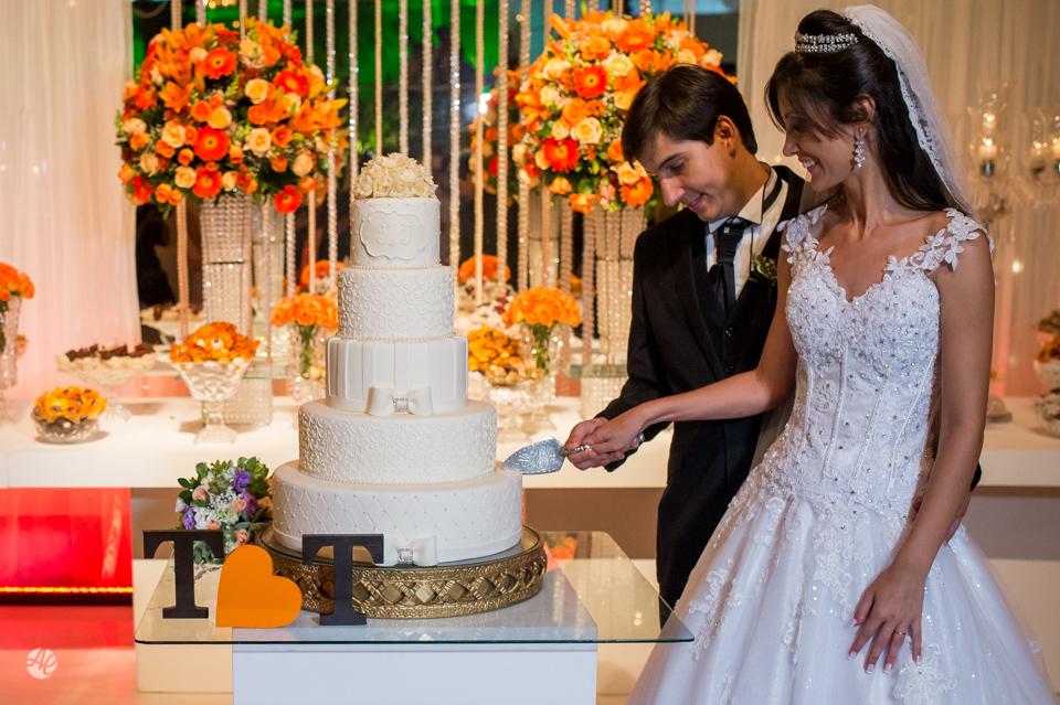Corte do Bolo. Fotógrafo de casamento do Rio de Janeiro. Casamento na Igreja Nossa Senhora da Penna por Adriano Cardozo