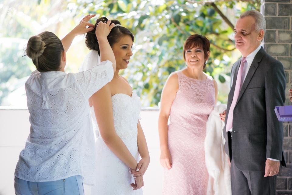 Casamento Stella e Bruno. Casamento realizado no Sítio White Pink. Makking Of da Noiva por Adriano Cardozo.
