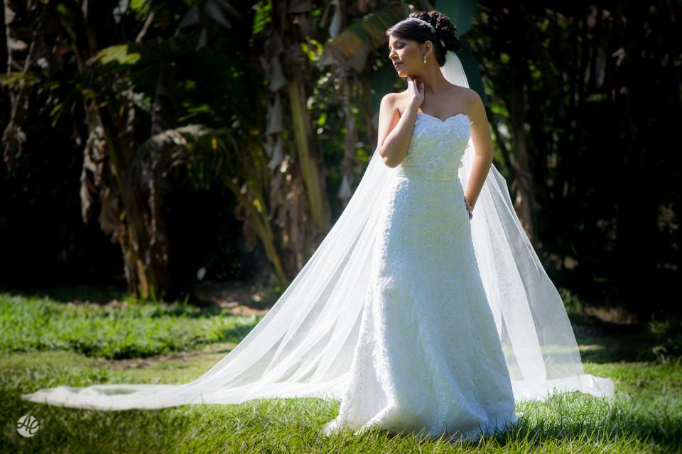 Casamento Stella e Bruno. Casamento realizado no Sítio White Pink. Makking Of da Noiva. Retratos da Noiva por Adriano Cardozo.