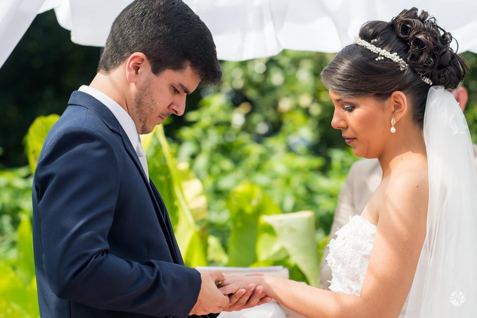 Casamento Stella e Bruno. Casamento realizado no Sítio White Pink. Cerimônia do casamento por Adriano Cardozo.