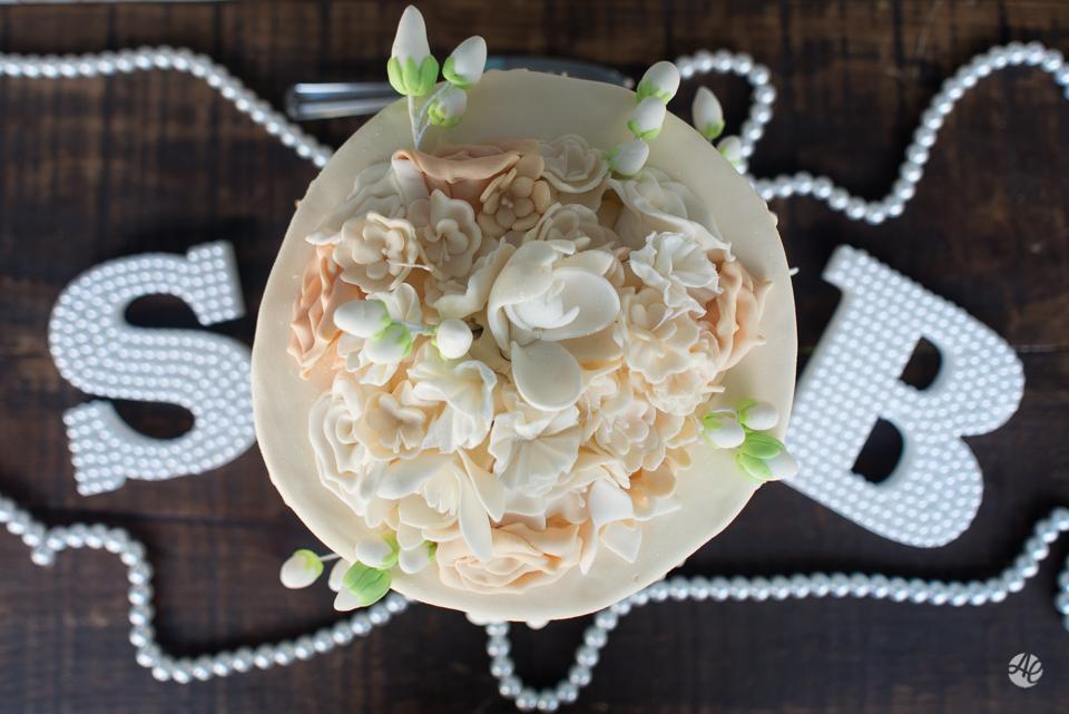 Casamento Stella e Bruno. Casamento realizado no Sítio White Pink. Cerimônia do casamento, bolo do casamento por Adriano Cardozo.