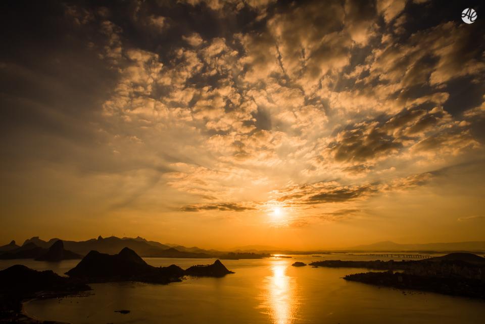 Por do sol, no Rio de Janeiro, fotografado por Adriano Cardozo durante ensaio pré-wedding.
